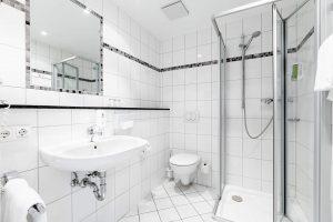 Doppelzimmer buchen Göttingen Parkhotel Ropeter Badezimmer