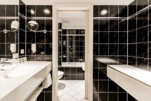 Doppelzimmer Business Badezimmer Parkhotel Ropeter