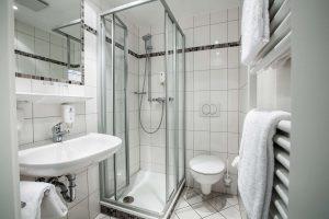 Einzelzimmer Badezimmer mit Dusche Parkhotel Ropeter